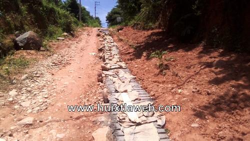 Por cooperación colonos reparan calles en Tuzantán