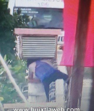 Mujer trato de tirarse del puente en Huixtla