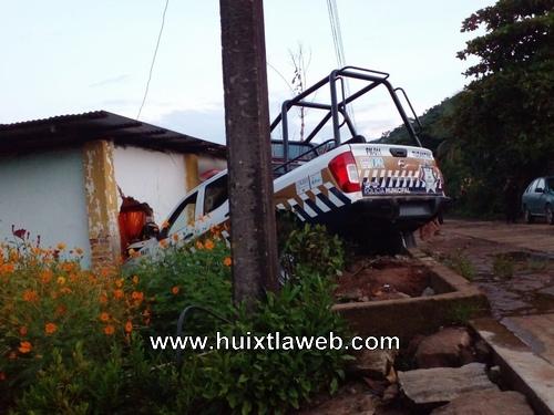 Patrulla de la municipal se mete a una casa en Tuzantán