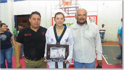 Reconoce Cueto Villanueva a María Del Rosario Espinoza campeona olímpica y mundial de tae kwon do.