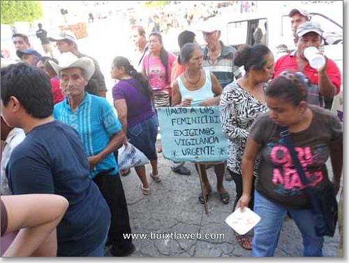 Mujeres protestan por feminicidios en Huixtla