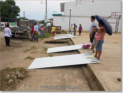 Entrega apoyo emergente Comité Ciudadano de Reconstrucción