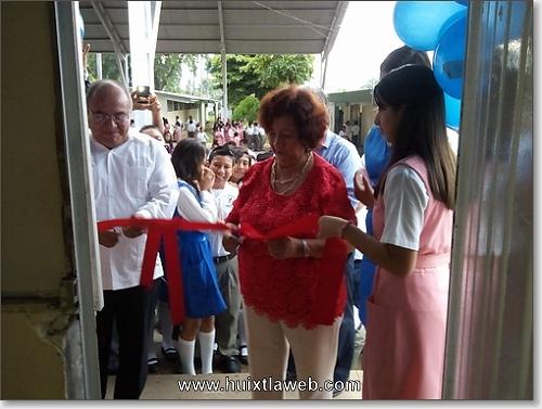 En la secundaria Benemerito de las Américas Reconocimiento a conocida académica por 46 años de servicio