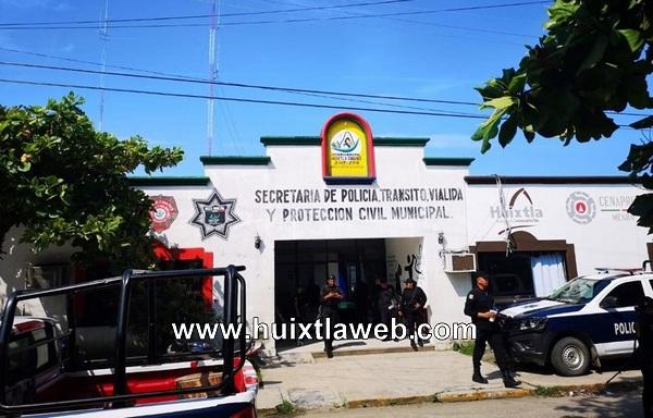 Acusan a policías de robo en Huixtla