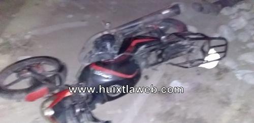 Motociclista muere al chocar con grava en la costera