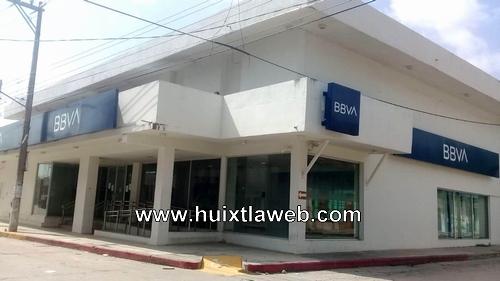 Sin previo aviso cierran sucursal Bancomer en Pijijiapan