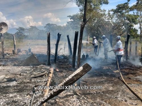 Reducido a cenizas al incendiarse Humilde vivienda en Pijijiapan