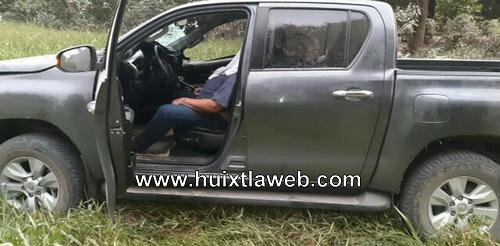 Conductor de Toyota muere al chocar contra un árbol