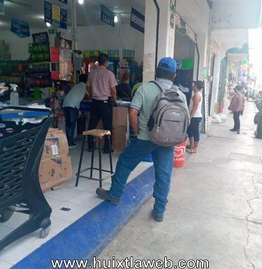 Roban bolsa de mercancía en tienda Monterrey