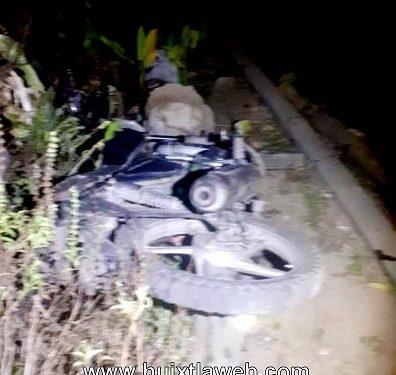 Motociclista comaltitleco, muere a chocar con una columna de concreto