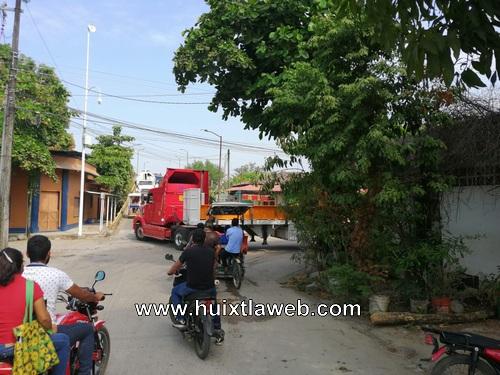 Siguen obstaculizando las calles de Huixtla camiones de alto tonelaje