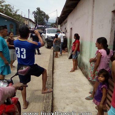 Patrulla choca contra una casa en Tuzantán