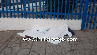 Localizan a persona sin vida frente al centro de salud de Huixtla