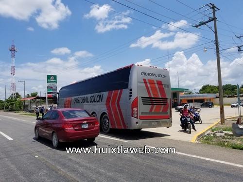 Normalistas de Huehuetán retienen autobús de la empresa OCC