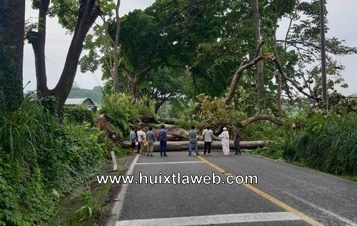 Amanece bloqueada carretera Huixtla Motozintla