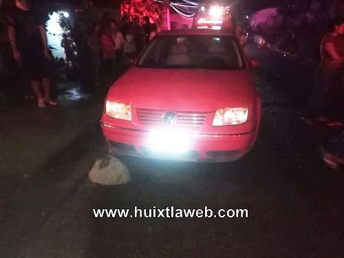 Tapachulteco choca con su auto con un poste de Telmex en Tuzantán