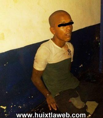 Hombre armado detenido por la policía en Huixtla