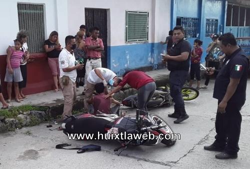 Tres lesionados al chocar motocicletas