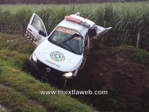 Dos lesionados del ayuntamiento de Tuzantán al accidentarse vehiculo de PC