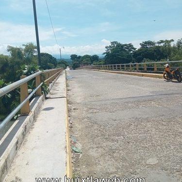 Puente de Huehuetán se está cayendo en pedazos