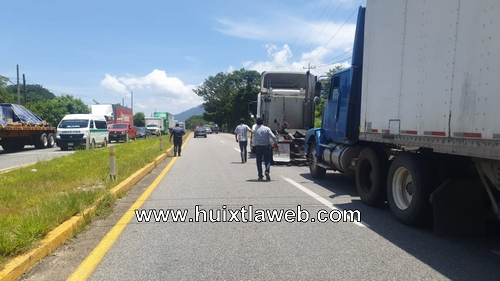 Tráiler bloquea carretera,  Huixtla Tapachula