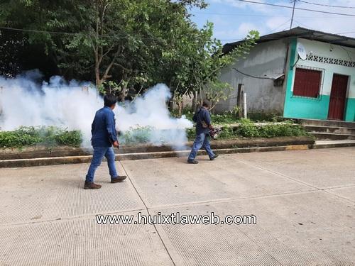 Vectores realiza fumigación contra el dengue en Tuzantán