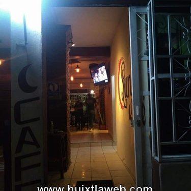 Joven es baleado en el baño de un bar en Pijijiapan