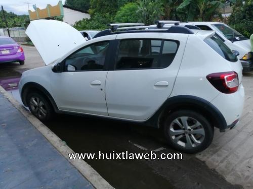 Cafre choca contra auto estacionado en Huehuetán