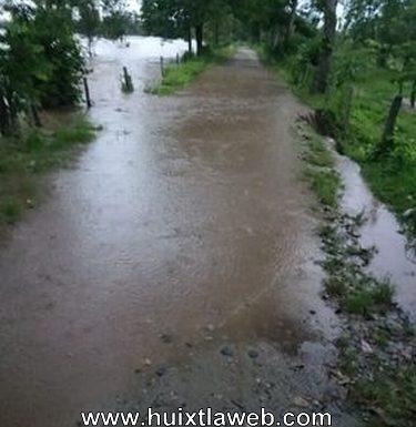 Se inundan cañales y se colapsan caminos en Huixtla y Tuzantán
