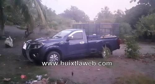 Abandonan camioneta con bidones de gasolina en Mazatán