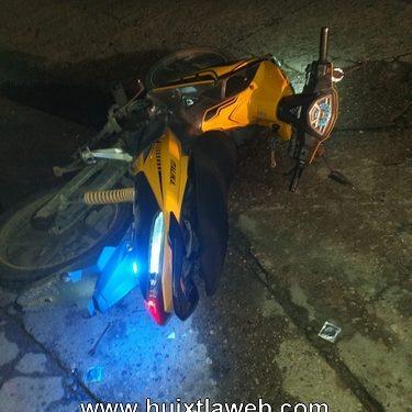 Chocan motociclistas y resulta lesionado trabajador del mercado