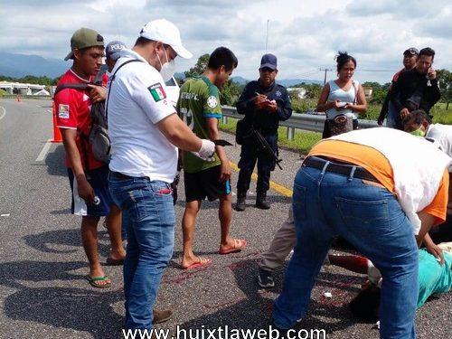 Dos lesionados al caer de la Moto Huixtla a Villa Comaltitlán