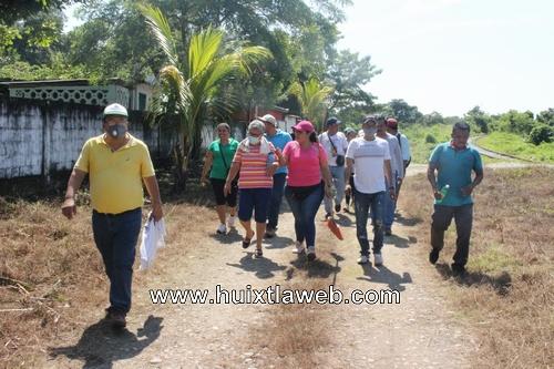 Funcionarios del ayuntamiento y del DIF de villa Comaltitlán se suman a limpieza del panteón