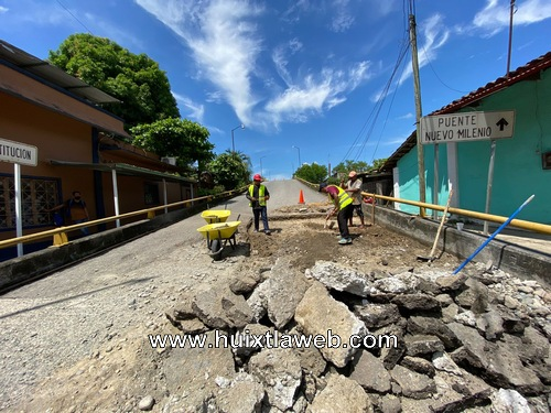 Con reparación de acceso al puente nuevo milenio inicia campaña de Bacheo en Huixtla